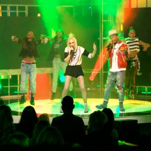 """PEOPLE Magazine Awards: Gwen Stefani and Pharrell Williams Perform """"Spark the Fire"""""""