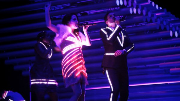 UK's Electro Velvet perform 'Still In Love With You' – Eurovision 2015 Grand Final – BBC One