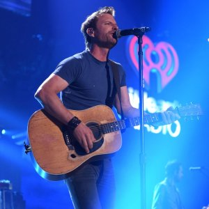 "iHeartRadio Country Festival – Dierks Bentley: ""Drunk on a Plane"" (Episode Highlight)"