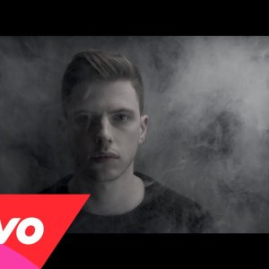 Nick Brewer – Fall From Here ft. Naomi Scott, le clip