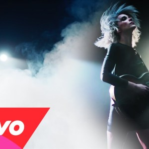 St. Vincent : clip Birth In Reverse
