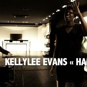 OFF SESSION – Kellylee Evans « Hands Up »